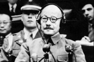 極東軍事裁判でA級戦犯として裁判を受ける東条英機。